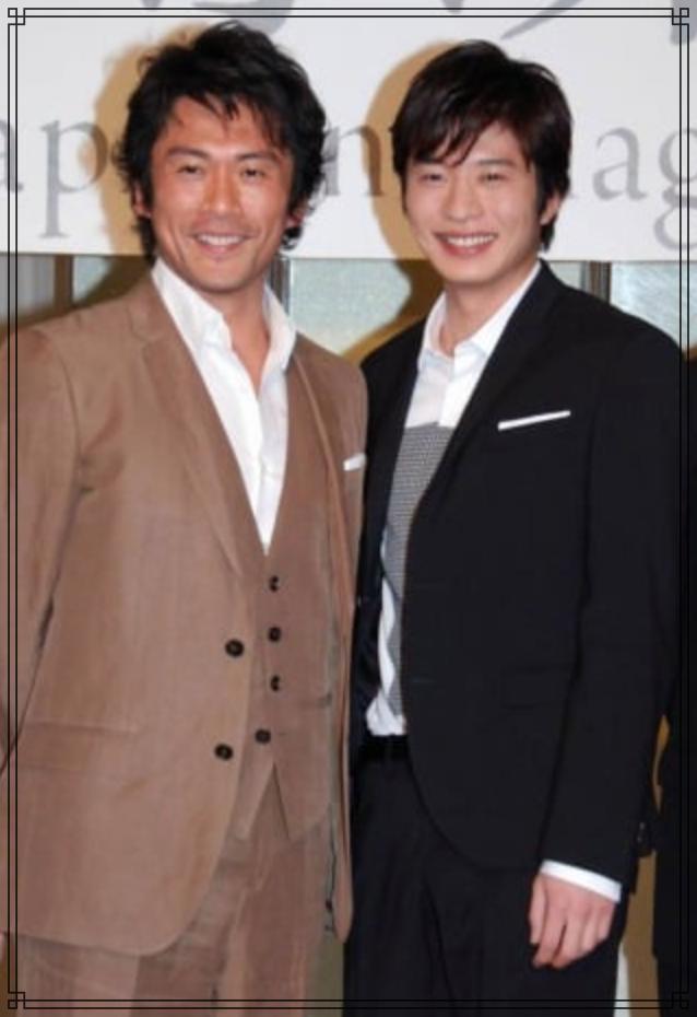 田中圭さんと内野聖陽(せいよう)さんの全身画像