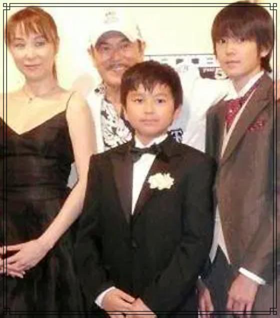 千葉真一さんと3人兄弟の画像