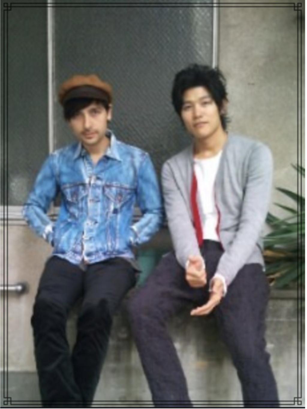 鈴木亮平さんとミカエルさんの画像