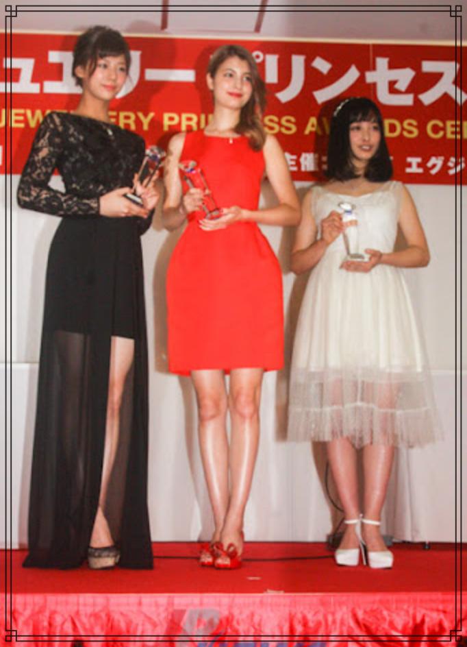 橋本環奈さんと西内まりやさんとマギーさんの画像